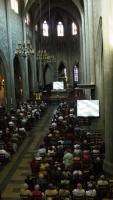 Le public dans la nef de la cathédrale de Chambéry